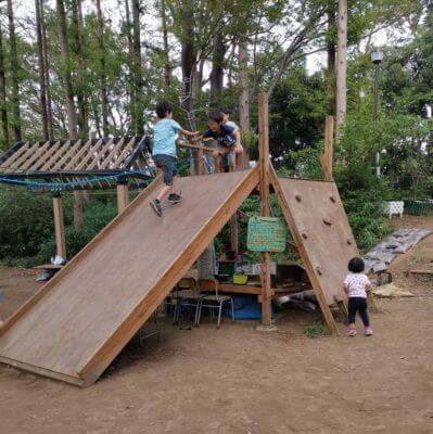 しながわ公園の木の滑り台